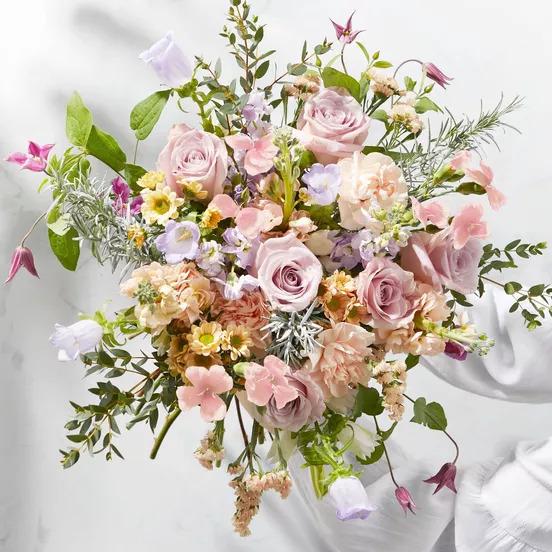 Boeket vol verse bloemen